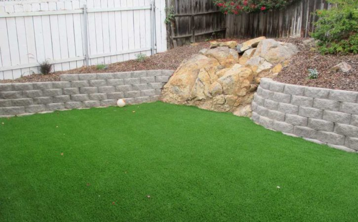 Artificial Turf Landscaping Ideas for Lakeside