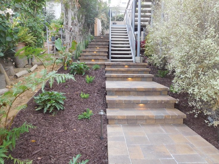 HARDSCAPES STEPS ROWLING 5